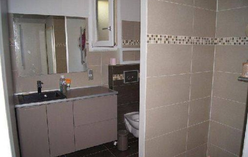 Location de vacances - Appartement à La Croix-Valmer - salle de bain avec grande douche à l'italienne