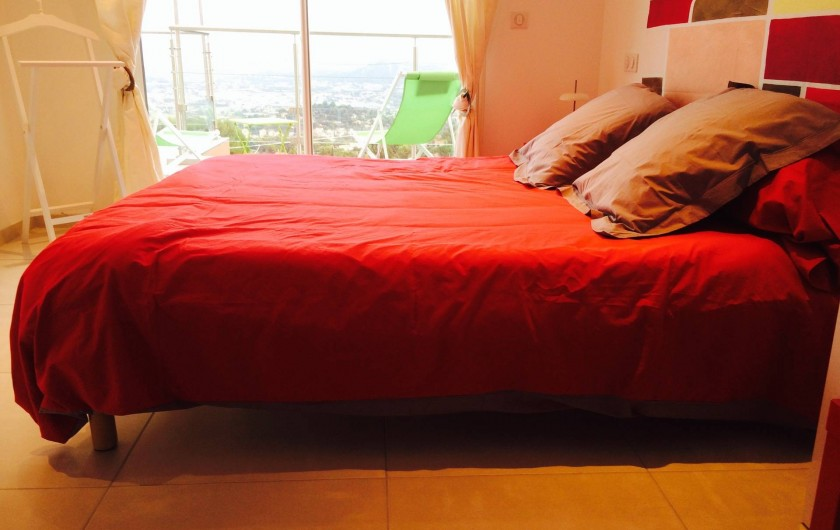 Location de vacances - Villa à Ollioules - chambre rouge