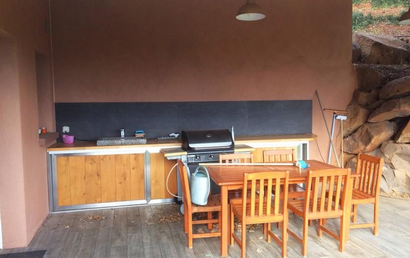 Location de vacances - Villa à Ollioules - cuisine d'été