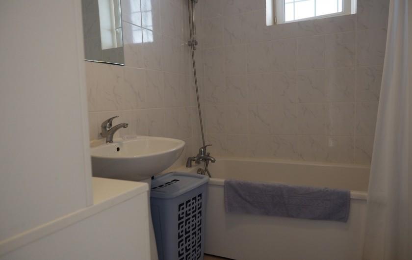Location de vacances - Appartement à Merville-Franceville-Plage - S.D.B.