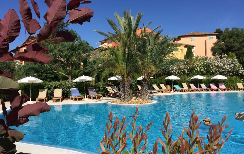 Location de vacances - Appartement à Roquebrune-sur-Argens - piscine