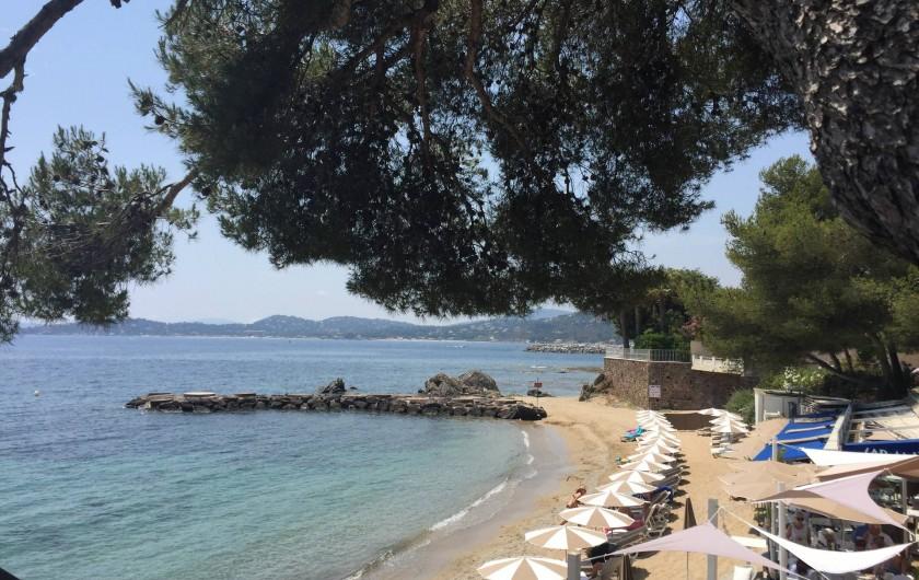 Location de vacances - Appartement à Roquebrune-sur-Argens - Entrée de la piscine