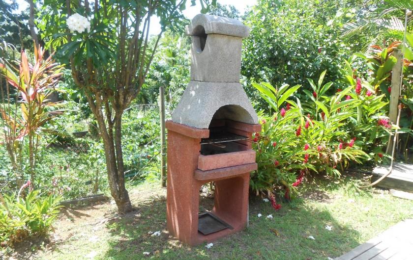 Location de vacances - Chalet à Deshaies - vue barbecue  pierre