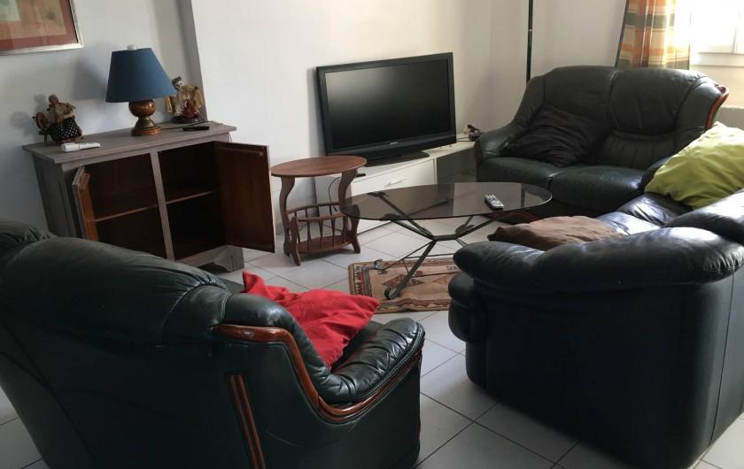 Location de vacances - Appartement à Montaren-et-Saint-Médiers - SALON