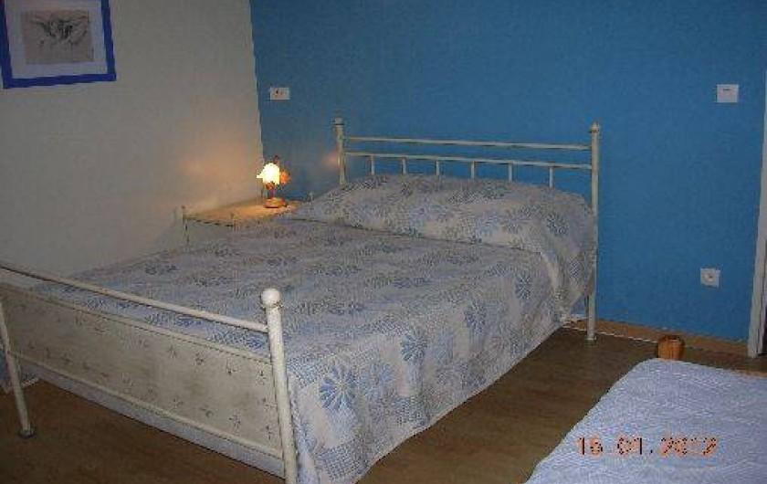 Location de vacances - Gîte à Thénac - Chambre 3 à l'étage, 1 lit de 140 plus 1 lit de 90.