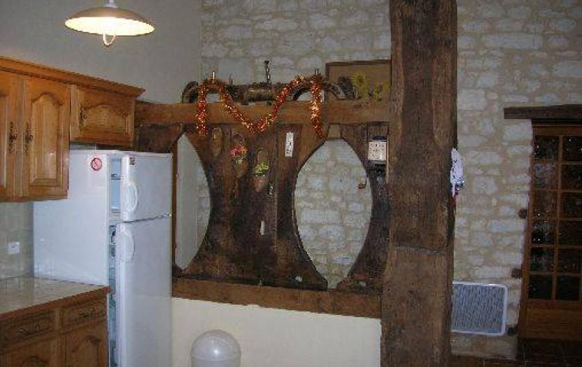 Location de vacances - Gîte à Thénac - La pierre et le bois d'antant, mariage de l'ancien avec le confort.