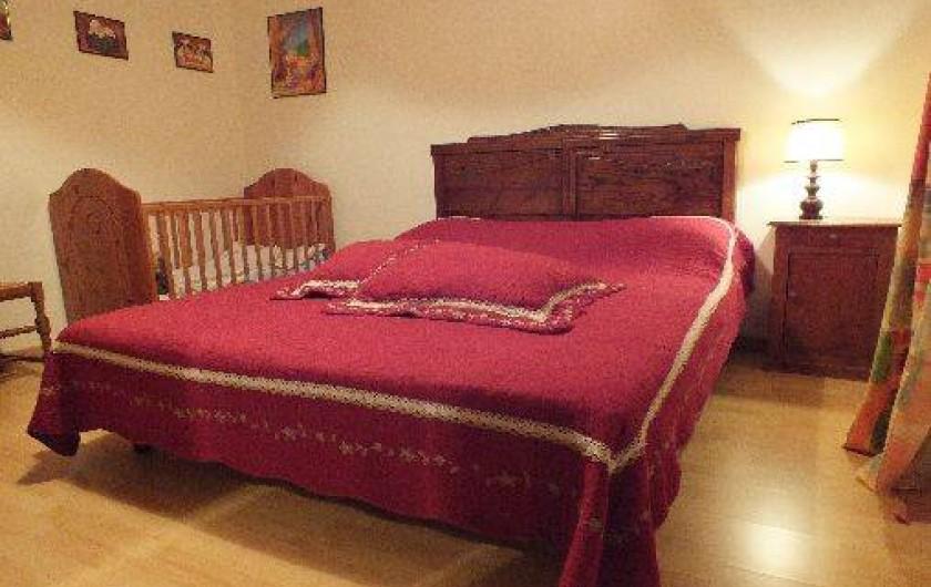 Location de vacances - Gîte à Thénac - Chambre 1 RDC , lit en 160 plus un lit bébé.