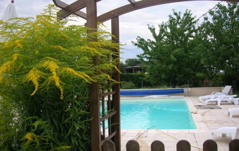 Location de vacances - Gîte à Thénac - Entré de la piscine