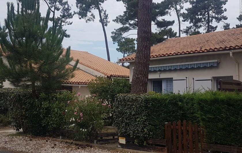 Location de vacances - Maison - Villa à Ronce les Bains - La maison vue de l'allée des Genêts