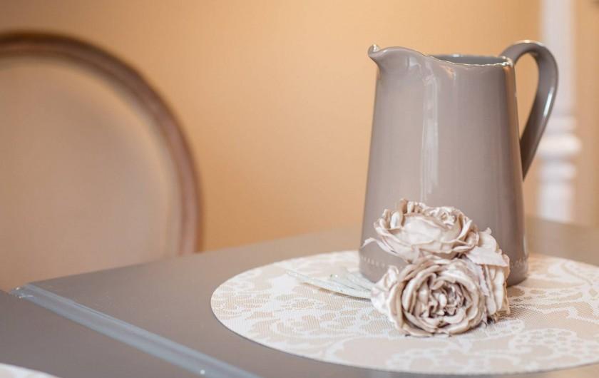 """Location de vacances - Chambre d'hôtes à Veules-les-Roses - Des détails pour ce sentir """"comme à la maison""""."""