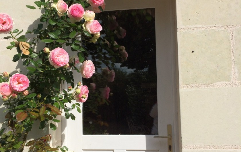 Location de vacances - Villa à Berthenay - Enfant dessine au jardin