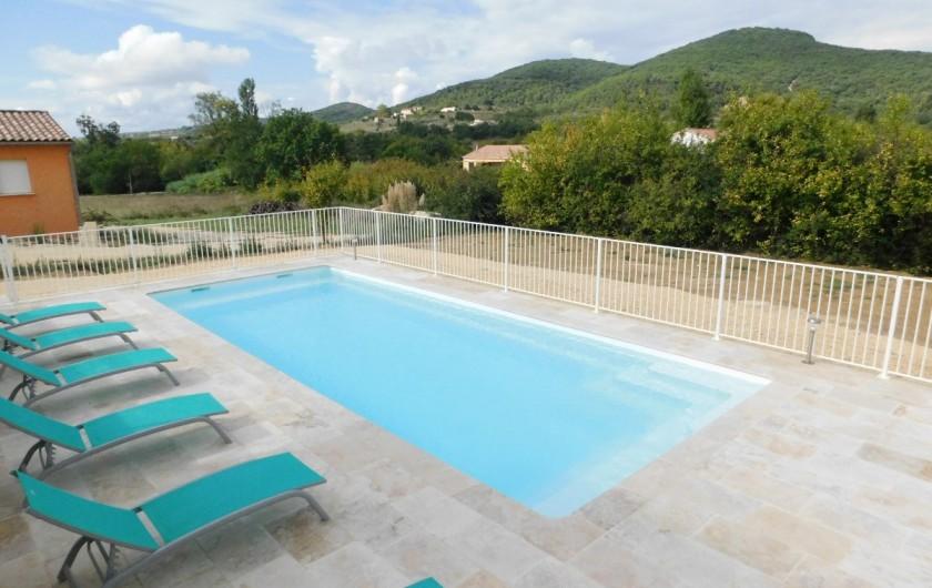 Location de vacances - Villa à Saint-Sauveur-de-Cruzières - Piscine privée et sécurisée avec une jolie vue