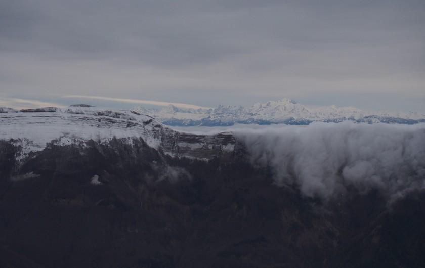 Location de vacances - Chalet à La Pesse - Le Mont Blanc vu depuis le Crêt de Chalam