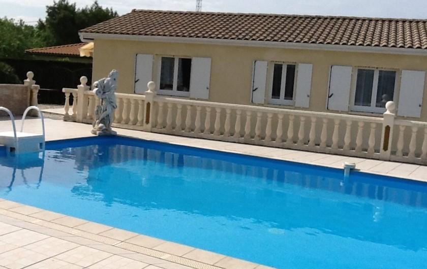 Location de vacances - Villa à Saint-Vivien-de-Médoc - Accès libre à la piscine