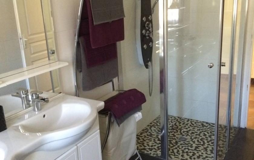 Location de vacances - Villa à Saint-Vivien-de-Médoc - Salle-de-bains avec douche à l'italienne