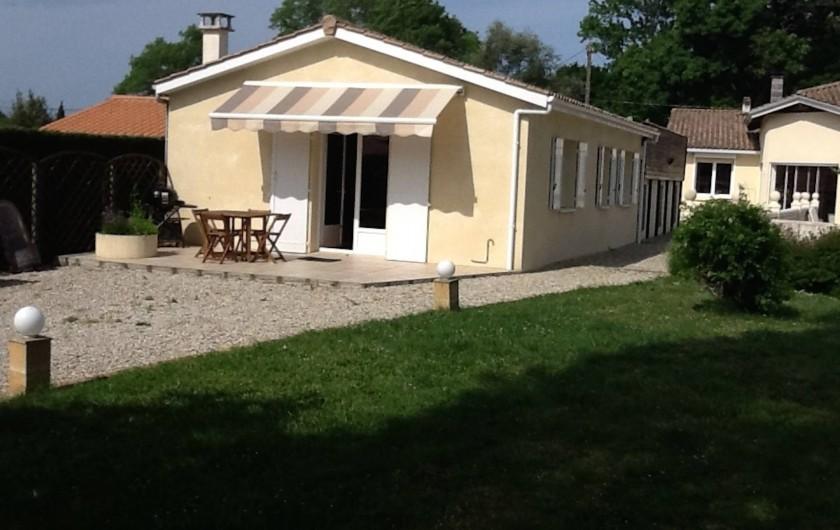 maison avec auvent abri jardin avec auvent argenteuil abri jardin avec auvent argenteuil with. Black Bedroom Furniture Sets. Home Design Ideas