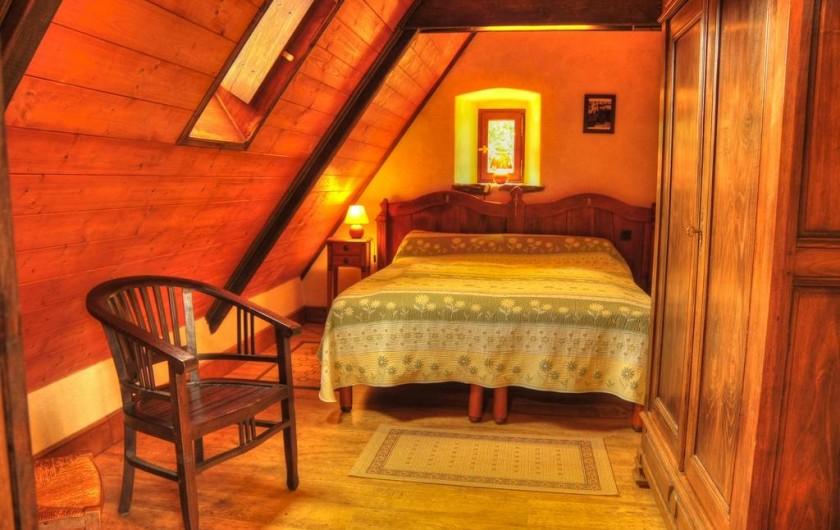 Location de vacances - Gîte à Clohars-Carnoët - La chambre de l'étage, un grand lit convertible en 2 lits simples