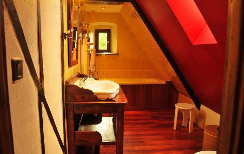 Location de vacances - Gîte à Clohars-Carnoët - La salle de bain de l'étage