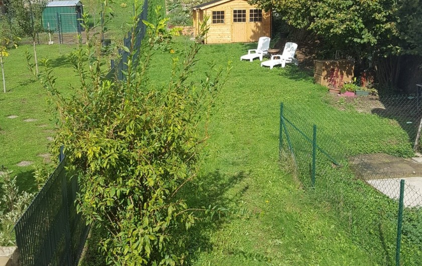 Location de vacances - Gîte à Médière - Jardin. Vue depuis le salon