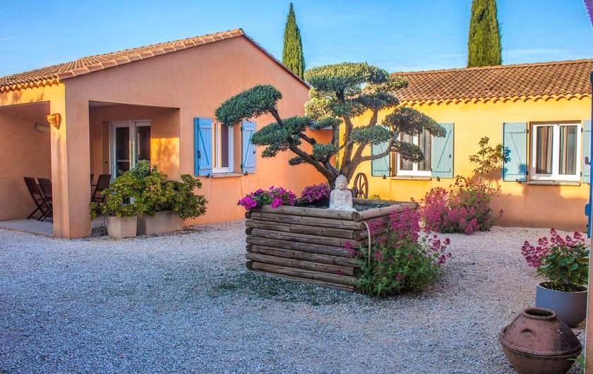 Location de vacances - Gîte à Collias - Coin Salon avec canapé convertible