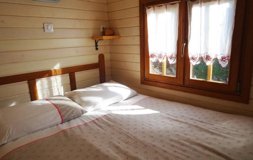 Location de vacances - Roulotte à Saint-Jean-le-Centenier - Chambre à coucher en alcôve