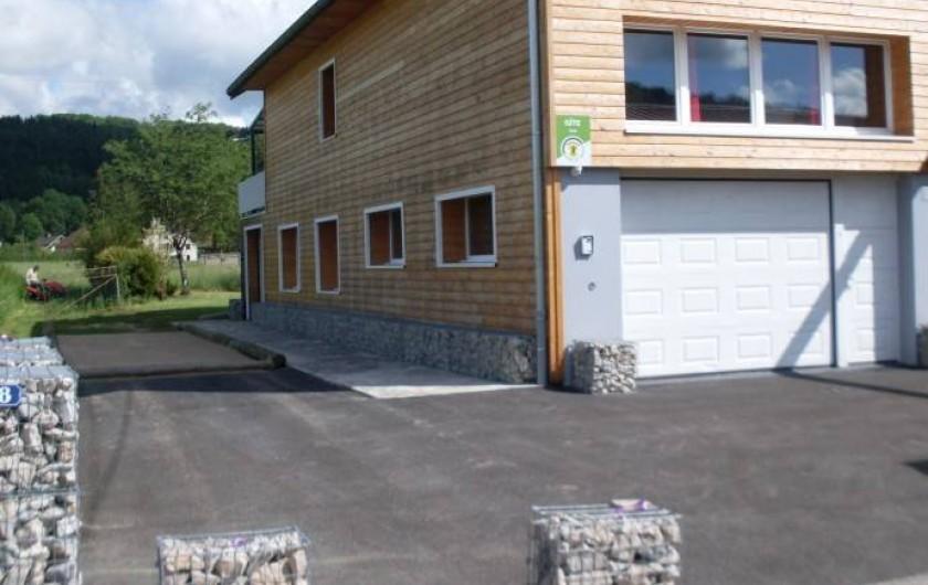 Location de vacances - Gîte à Sirod - Cour avec terrain de boules