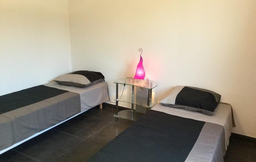 Location de vacances - Villa à Aureille - Chambre avec 2 lits simple