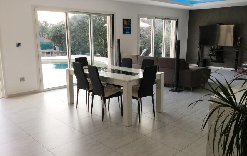 Location de vacances - Villa à Aureille - Salle à manger pour 4 personnes