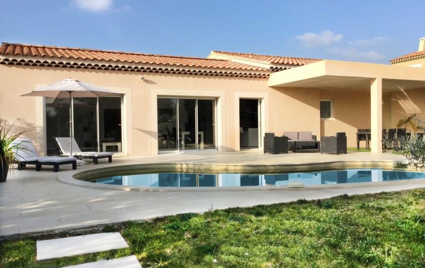 Location de vacances - Villa à Aureille - Maison connectée pour 4 personnes avec piscine privée