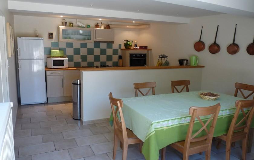Location de vacances - Gîte à Cournanel - Cuisine-séjour  Gîte Adèle