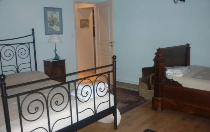Location de vacances - Gîte à Cournanel - 1er étage Chambre 1 Gîte adèle, lit en 140 et  vieux lit en 110