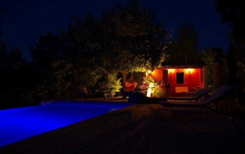Location de vacances - Villa à Jouques - Piscine pool-house nuit
