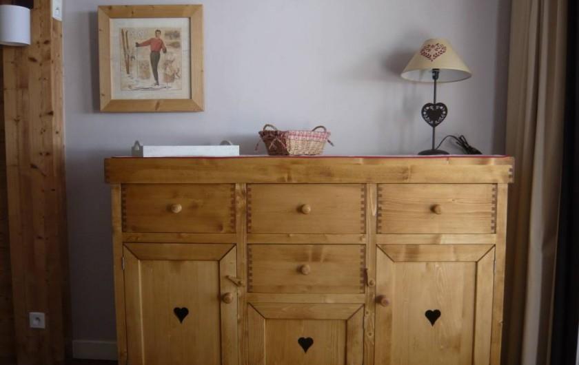 Location de vacances - Appartement à Méribel-Mottaret - vaisselier séjour