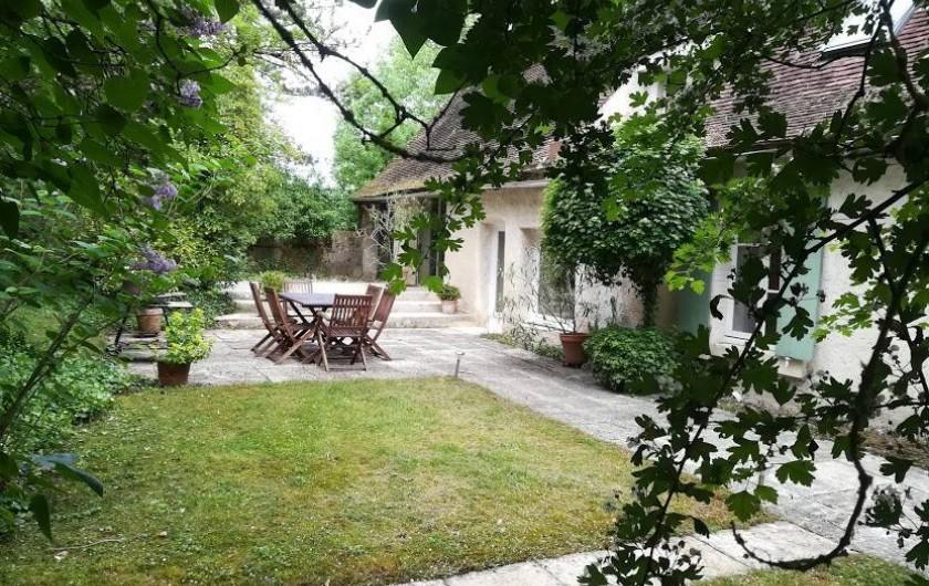 Location de vacances - Gîte à Saint-Georges-sur-Baulche - Vue, terrasse