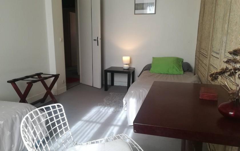Location de vacances - Gîte à Saint-Georges-sur-Baulche - Chambre grise, 2 lits simples, RDC