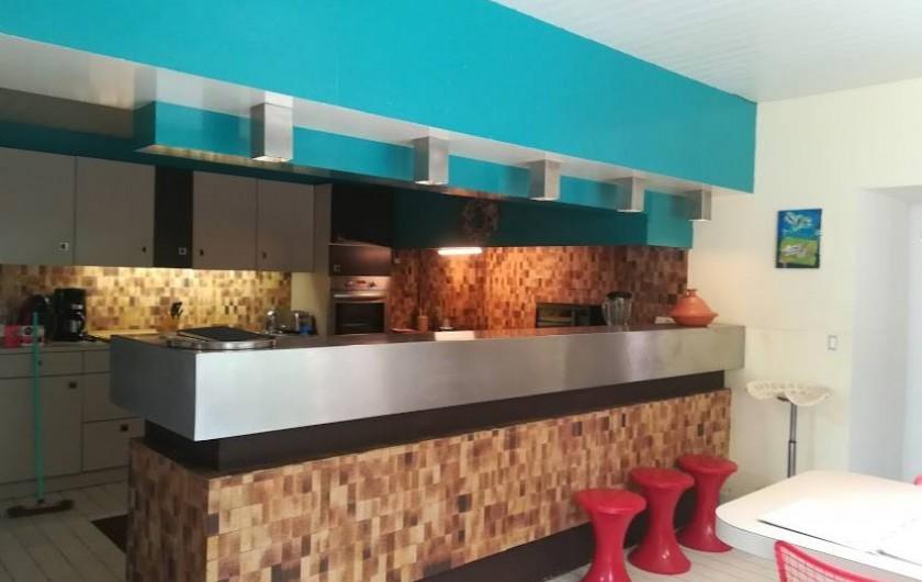 Location de vacances - Gîte à Saint-Georges-sur-Baulche - Le bar, dans la cuisine
