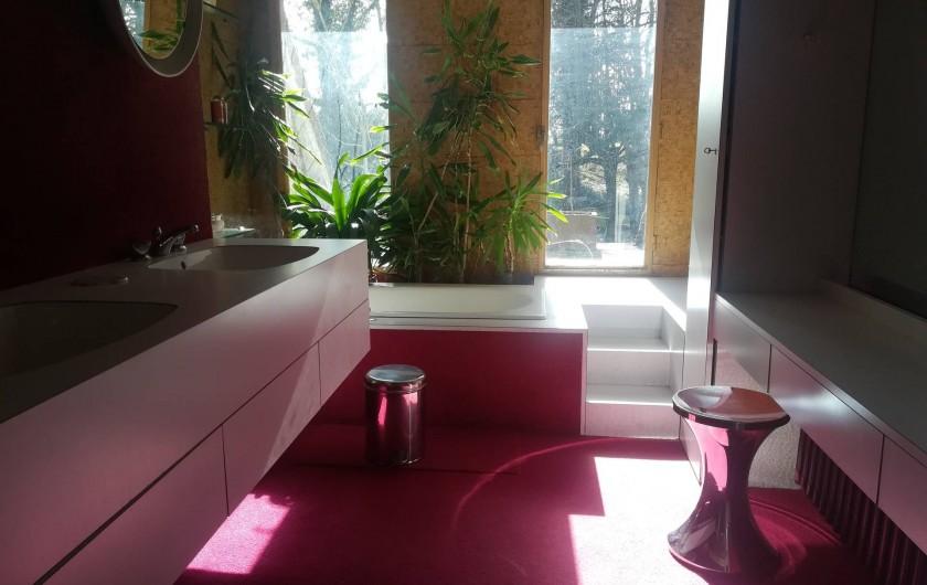 Location de vacances - Gîte à Saint-Georges-sur-Baulche - Salle de bain, 1 étage, avec sa petite terrasse