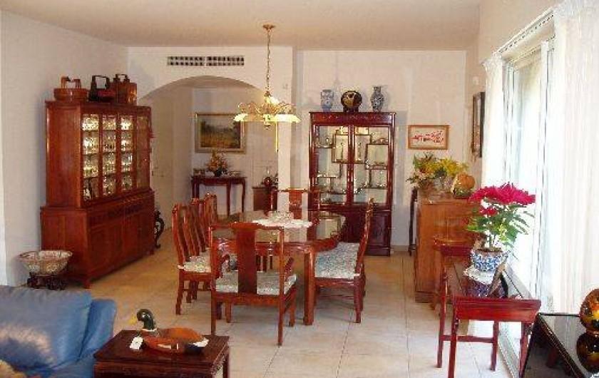 Location de vacances - Villa à Valbonne - alle à manger en bois de rose pour 8