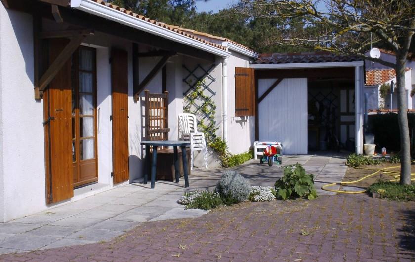 Location de vacances - Villa à La Tranche-sur-Mer - terrasse 2 avec store banne exposition èst