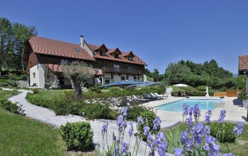 Chambres d 39 h tes en savoie dans un cadre rural avec - Chambre d hote avec piscine chauffee ...