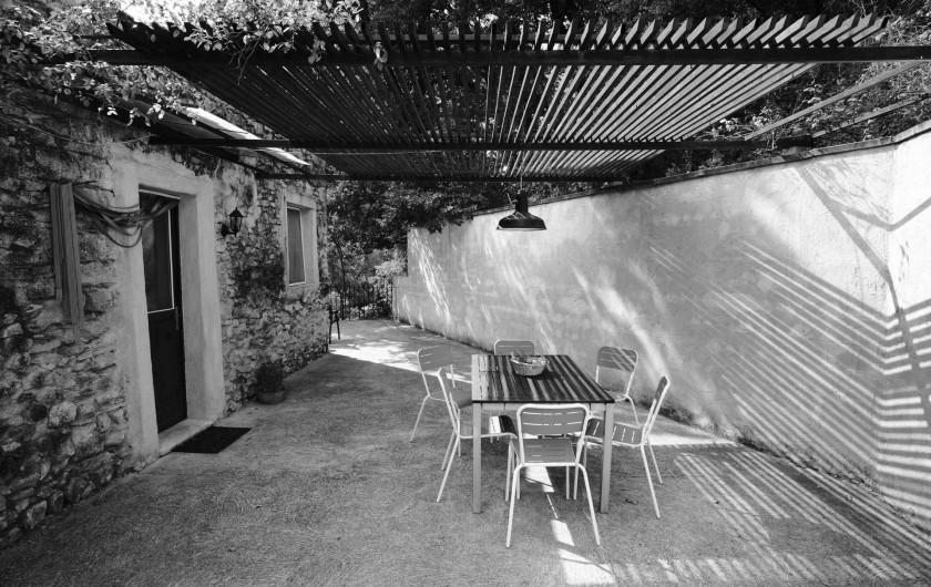 Location de vacances - Gîte à Grane - Cour privative du Gîte APIS MELLIFERA