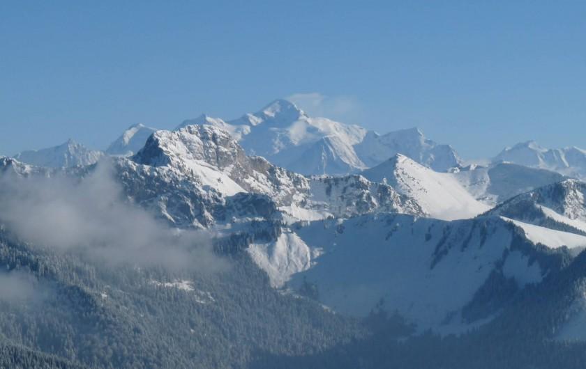 Location de vacances - Gîte à Habère-Poche - Vue sur le Mont Blanc depuis le sommet de la station.