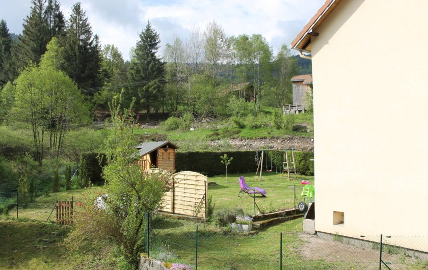 Location de vacances - Maison - Villa à Ventron - vue sur le jardin.