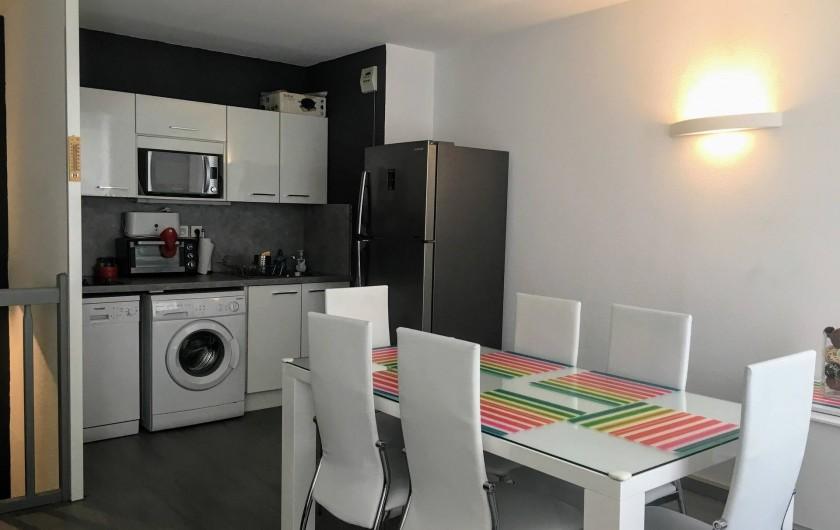 Location de vacances - Appartement à Cauterets - Coin repas avec cuisine ouverte
