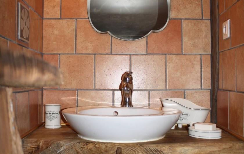 Location de vacances - Gîte à Chirassimont - Lave-main wc haut