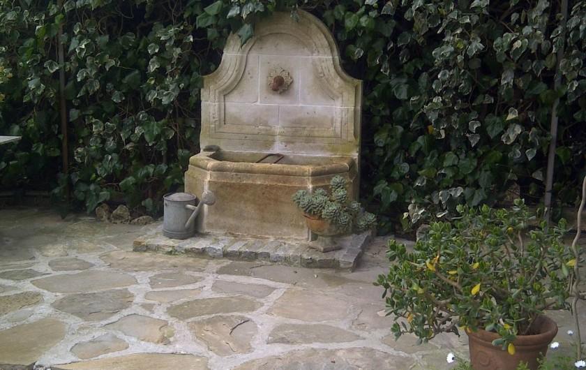 Location de vacances - Chambre d'hôtes à Ramatuelle - Ancienne fontaine