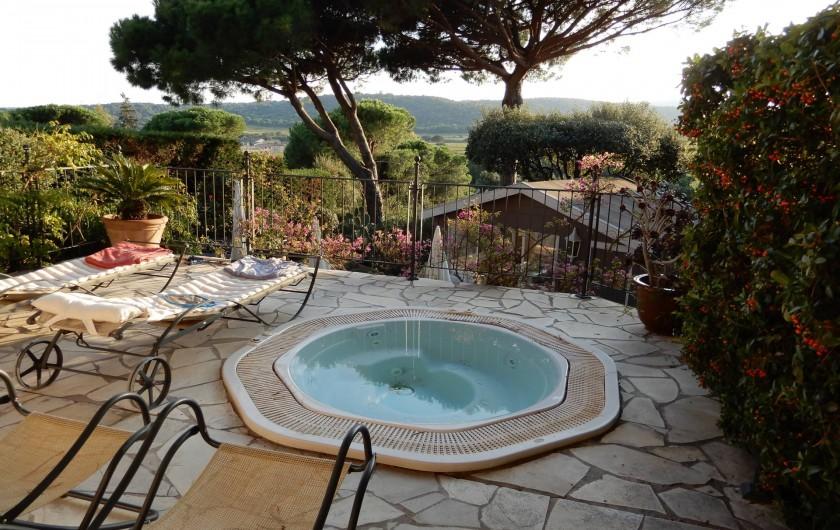 Location de vacances - Chambre d'hôtes à Ramatuelle - Jacuzzi sur la terrasse