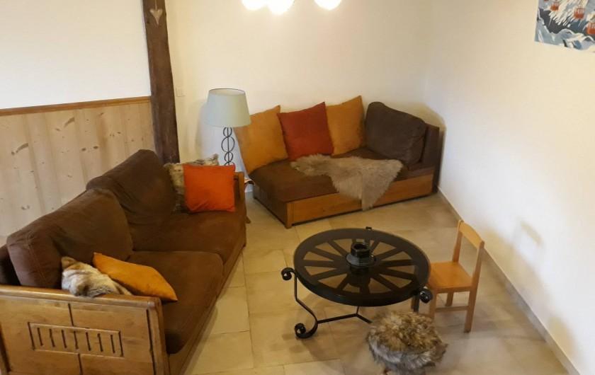 Location de vacances - Chalet à Bourg-Saint-Maurice - Coin salon avec télé et wifi
