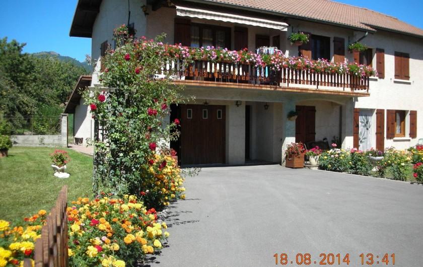Location de vacances - Appartement à Avançon - maison et cour