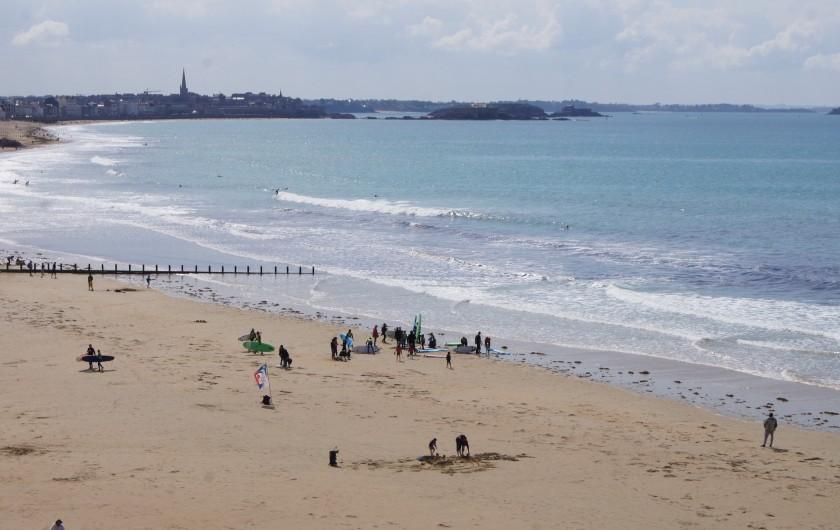 Location de vacances - Appartement à Saint-Malo - Plage ensoleillée